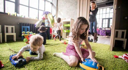 Самые интересные семейные кафе и рестораны с детскими комнатами