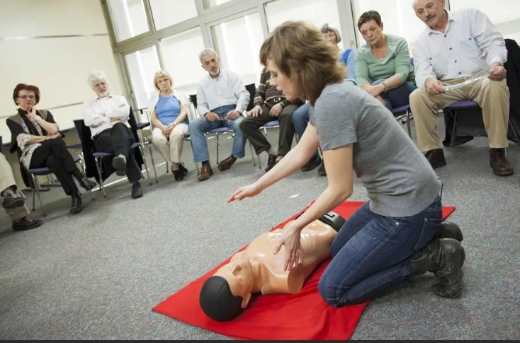 Где пройти курсы по оказанию первой медицинской помощи в Москве: родителям, детям, педагогам
