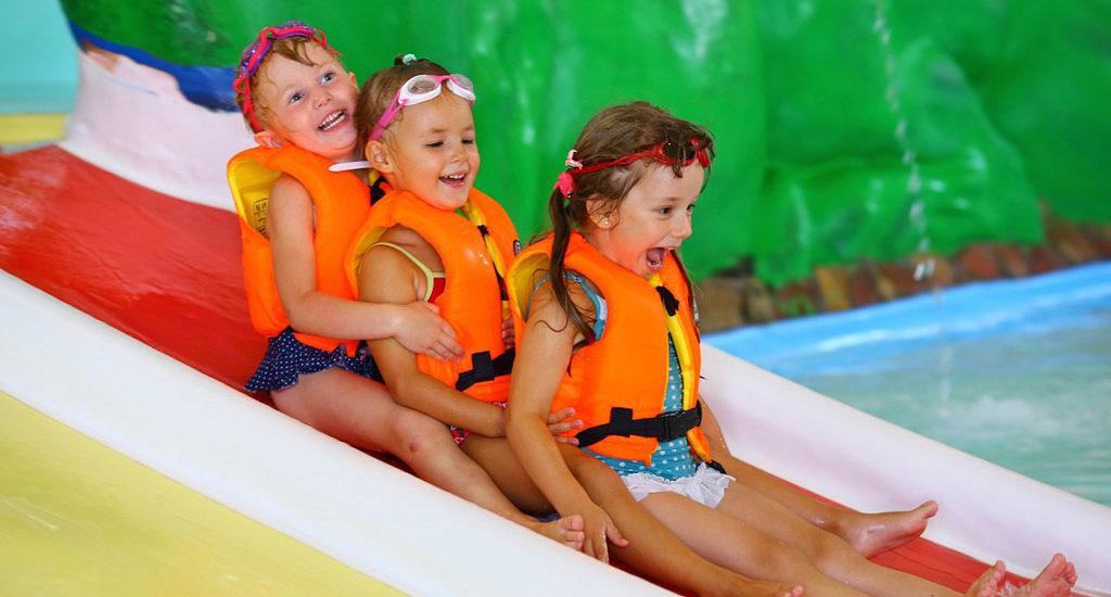 День рождения ребенка в аквапарке: лучшие места Москвы и Подмосковья