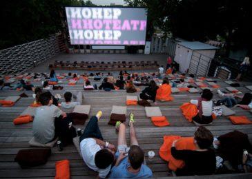 Смотрим кино в парках: 5 кинотеатров под открытым небом