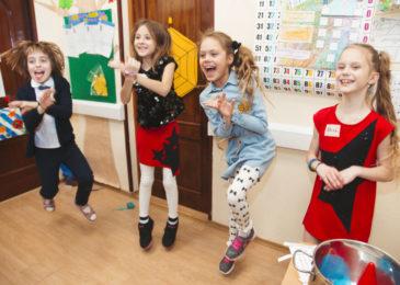 Городские лагеря дневного пребывания с английским языком: куда ходить подростку этим летом
