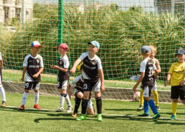 Выбираем лагерь в Сочи для детей и подростков: спортивно-оздоровительные, футбольные и хоккейные, языковые