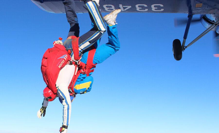 Где и сколько стоит пройти обучение или просто прыгнуть с парашютом с инструктором в Москве и области
