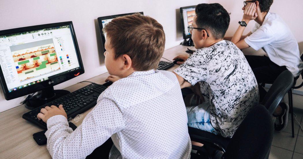 Где ребенку научиться работать с компьютером: все кружки, секции и  IT-школы Москвы