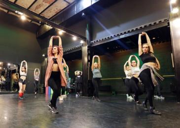 Где танцевать в стиле Вог в Москве начинающим: хорошие школы и студии современных танцев