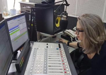 Где научиться вести эфиры на радио: все школы и курсы Москвы